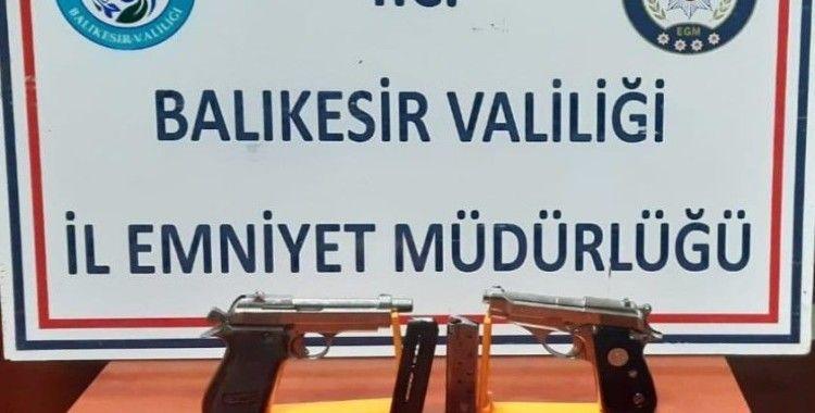 Balıkesir'de 19 aranan şahıs yakalandı