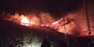 'Yangında şuana kadar 7 ev ve 2 tane samanlık yandı; söndürme çalışmaları sürüyor'