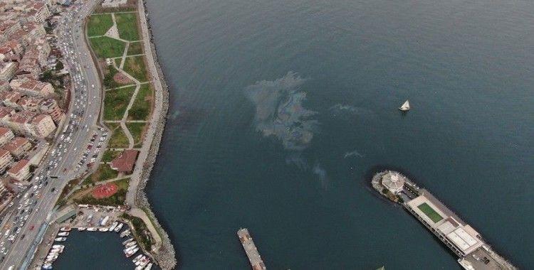 Hamsi avının yasaklanmasının ardından Marmara Denizi'nde dev petrol sızıntısı görüntülendi