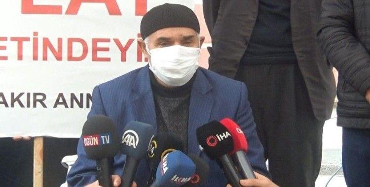 Evlatları PKK tarafından dağa kaçırılan iki aile daha HDP önüne gelerek eyleme katıldı