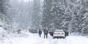 Ilgaz Dağı'na beklenen kar yağışı başladı