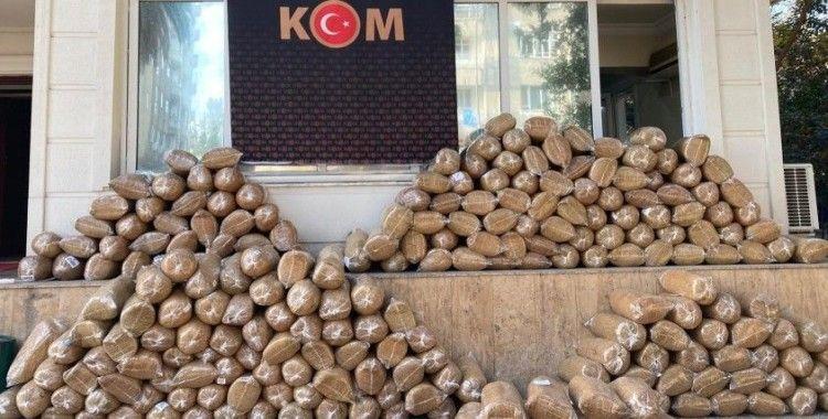 Osmaniye'de 1 ton 392 kilo kaçak tütün ele geçirildi