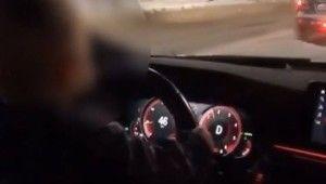 Rusya'da sorumsuz baba 2 yaşındaki çocuğuna araba kullandırdı