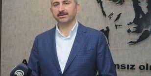 Adalet Bakanı Abdülhamit Gül'den İstanbul Havalimanı'ndaki adliyeye gece yarısı ziyareti