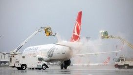 İstanbul Havalimanı'nda uçaklara buz ve dona karşı de-icing işlemi uygulanıyor