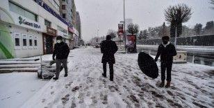 """Kar yağışını gören vatandaş: """"Allah-u Teala bereketini veriyor"""""""