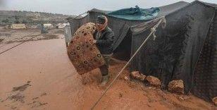 İdlib'de mülteci çadırları sular altında kaldı
