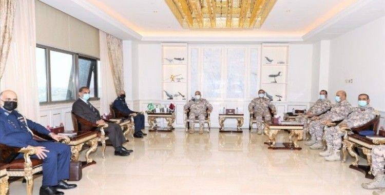 Katar ile Pakistan askeri iş birliğinin güçlendirilmesini görüştü