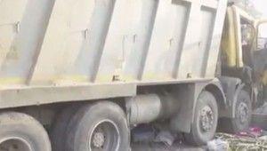 Hindistan'da kamyon kaldırımda uyuyan işçileri ezdi