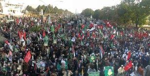 Pakistan'daki muhalefet partisi iktidar partisine yönelik davaların ertelenmesini protesto etti