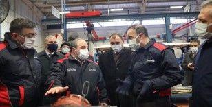 Bakan Varank Sakarya'da traktör fabrikasında incelemelerde bulundu