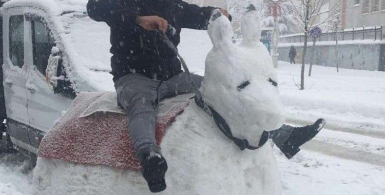 Kardan eşek yapıp bindiler
