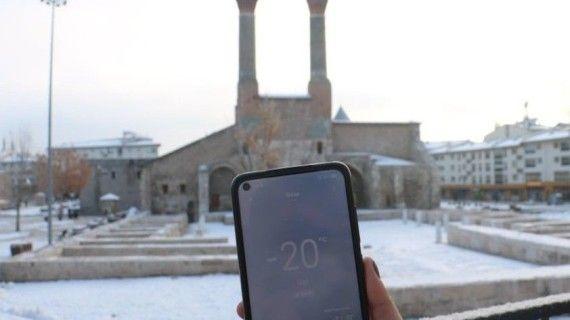 Termometreler eksi 20'yi gösterdi, hayat dondu