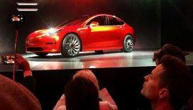 Çin'de en çok satan elektrikli araç olmasına rağmen başı dertten kurtulmuyor: Şangay'da bir Tesla Model 3 infilak etti