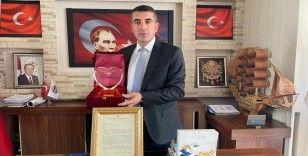 Çiftlik Belediye Başkanı Güzel'e 'Köpek Köyü' çalışması nedeniyle uluslararası ödül