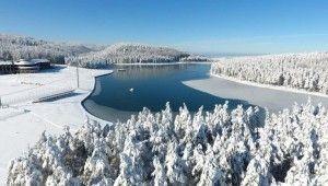 Bin 300 rakımdaki Topuk Yaylası göleti buz tuttu