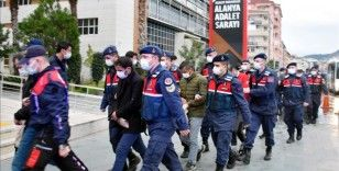 Antalya'da uyuşturucu operasyonunda yakalanan 42 şüpheliden 25'i adliyede