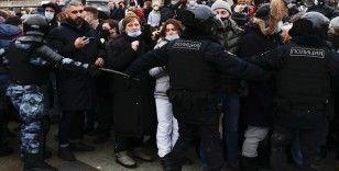 Rusya'da protestolara katılan bazı muhaliflere çeşitli cezalar verildi