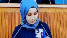 Doğu Türkistanlı bir kızın kürsüdeki konuşması yürek burktu