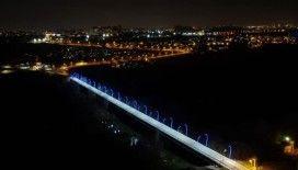 Diyarbakır'da üniversite köprüsü ışıl ışıl