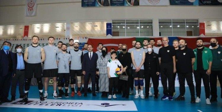Bakan Kasapoğlu, Solhansporlu oyuncularla bir araya geldi
