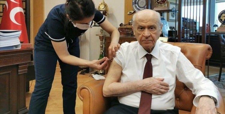 MHP Genel Başkanı Bahçeli Kovid-19 aşısının ikinci dozunu yaptırdı