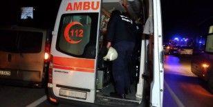 Sancaktepe'de iki araç kafa kafaya çarpıştı: 1'i ağır 4 yaralı