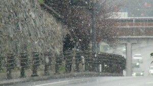 Şişli'de kar yağışı etkili oldu