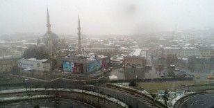 Beyaza bürünen Eminönü Meydanı havadan görüntülendi