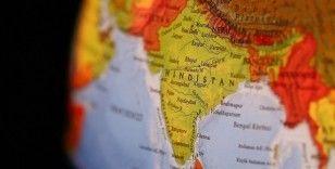 Hindistan'da yolcu otobüsü su kanalına düştü: 40 ölü