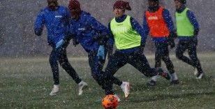 Trabzonspor kar altında çalıştı