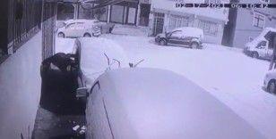 Sultanbeyli'de otomobilden hırsızlık kamerada