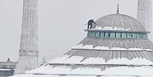 Bursa'da cami kubbesinde tehlikeli temizlik