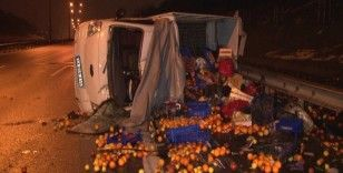 Otomobil ile çarpışan meyve yüklü kamyonet yan yattı: 1 yaralı