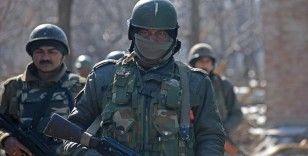 Cammu Keşmir'deki çatışmalarda 3 polis ve 3 isyancı hayatını kaybetti