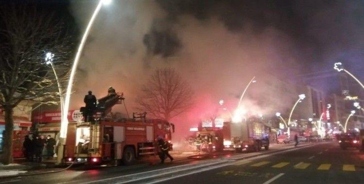 Tüp patlaması sonucu çıkan yangında 3 iş yeri yandı