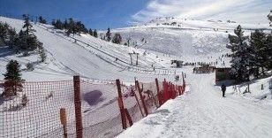 Kayak merkezlerinde en fazla kar kalınlığı 190 santimetreyle Kartalkaya'da ölçüldü