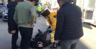 Kamyonete çarpan kurye yaralandı