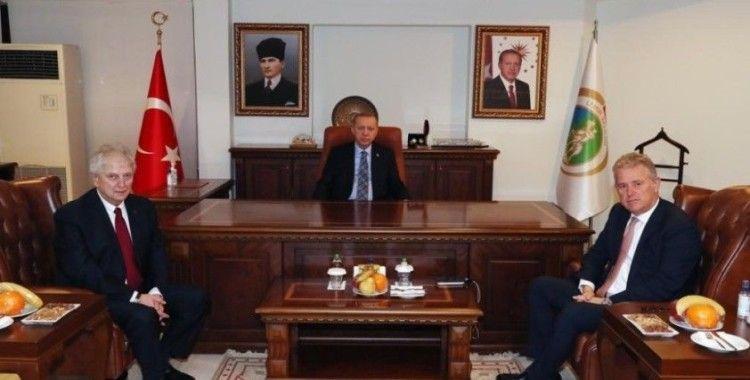 Cumhurbaşkanı Erdoğan, İZTO ve EBSO başkanları ile görüştü