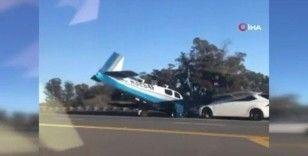 ABD'de küçük uçak araca çarptı