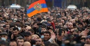 Ermenistan'ın 44 günlük Karabağ savaşındaki hezimeti ordu ile Başbakanı karşı karşıya getirdi