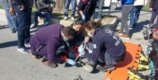 Kuşadası'nda kamyonet ile motosiklet çarpıştı, iki kişi yaralandı