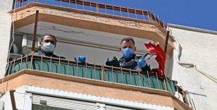 Beşinci kattan düşen adam alt katların balkonlarındaki çamaşır telleri sayesinde hayatta kaldı