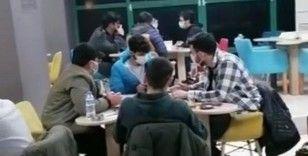 Kapalı kahvehanede oyun oynayıp sigara nargile içerken yakalandılar