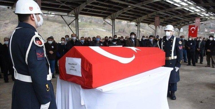 Gökçeada açıklarında batan teknede yaşamını yitiren İlçe Jandarma Komutanı son yolculuğa uğurlandı