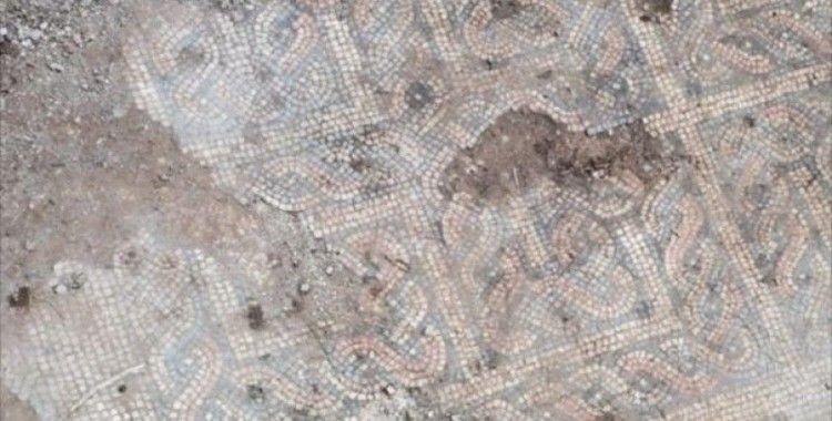 Kaçak kazı baskınında mozaik çıktı