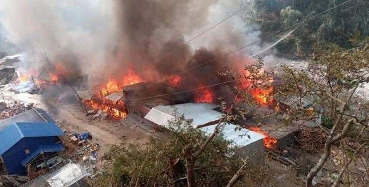 Nepal'de büyük yangın: 40 ev yandı