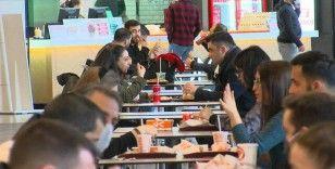 Restoranlar açıldı: AVM'lerin yemek katlarında yoğunluk yaşandı