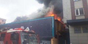Ataşehir'de mobilya fabrikasında yangın