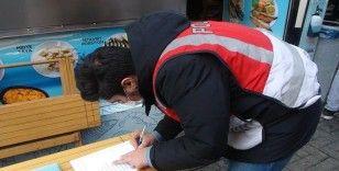 Beşiktaş'taki denetimlerde mesafeye uymayan masalar kaldırıldı